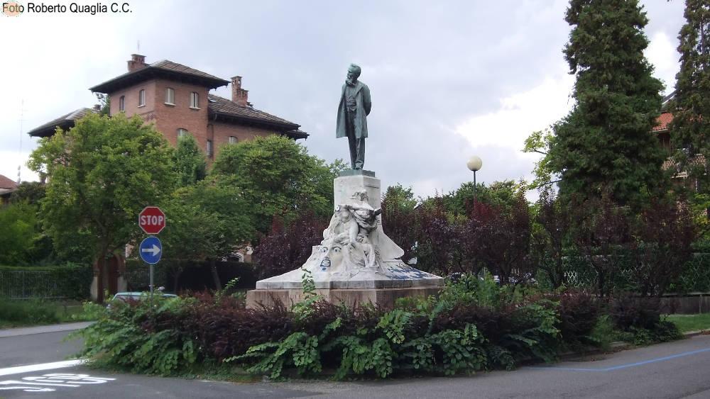 Satua commemorativa di                   Galileo Ferraris