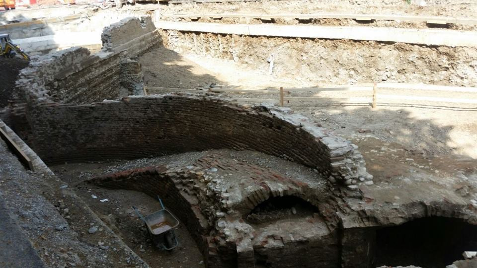 IOnquadratura delle mura                   curve del Pastis della fortezza.